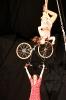 tete-dans-le-guidon-Jessica-Ros-Charlotte-Kolly-velo-acrobatique-corde-lisse-spectacle
