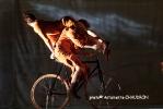 velos-acrobates_Charlotte-Kolly_Claire-Ruiz_TAITEUL_photo-Antoinette-CHAUDRON-04