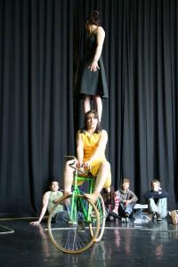 velos acrobates, compagniecirque tandem, Charlotte Kolly, Claire Ruiz, Regarde-les-3.