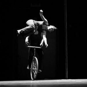 "velos-acrobates, Compagnie cirque tandem, ""Les Hommes infames"", charlotte kolly, Claire Ruiz"